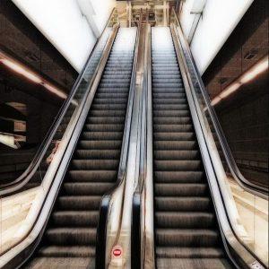 escaleras mecanicas 300x300 - Escaleras mecánicas y andenes